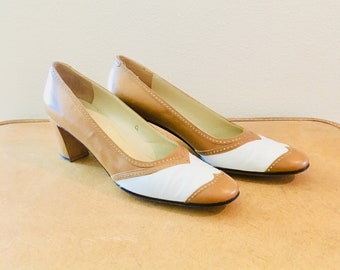 Vintage 1960s Ferragamo Heels / Two Tone Brown and White Leather Pumps Size 7.5 narrow