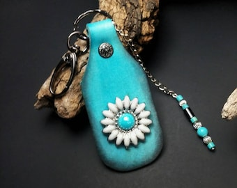 Blue leather keychain, turquoise blue and white daisy key fob, floral purse tag with dangle chain beaded charm, Mothers Day gift