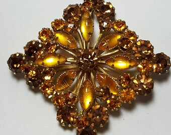 Vintage Brooch/1960's brooch/ light Topaz rhinestone large pin/Brooch in the shape of a rhombus/Vintage Jewelry