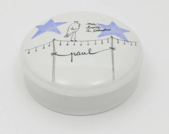 CUSTOMIZABLE with bird on its wire boy Kings porcelain box