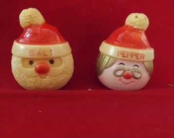 Mr Mrs Santa Salt and Pepper Shakers