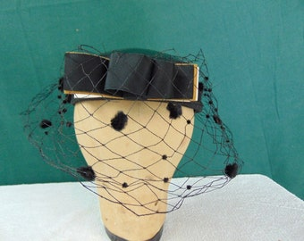 Vintage Woman's Hat  size (est.6 3/8) front to back  61/2in. side to side  6 1/4in. Brim  in. Crown 2in.