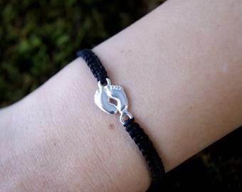 Macrame bracelet Pieceitos silver. Macrame Silver Feet Bracelet.