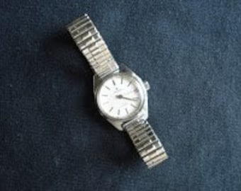 VINTAGE 17 jewels  SWISS Made  Pronto  ladies  watch with date calendar