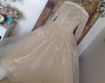 Vintage Wedding Dress ~  Vintage Wedding Gown  ~ Lace and Tulle ~ Ivory  Colored  Long Sleeve Dress ~  Country Wedding