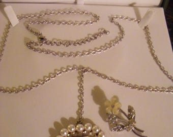 Pretty Pendant & Long Chain Plus Sweet Brooch