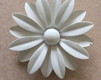 Retro Enamel White Flower Brooch