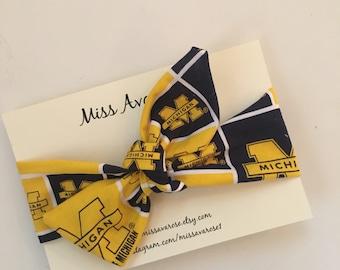 University of Michigan Wolverines inspired headwrap, University of Michigan, Wolverines bow, Michigan headwrap