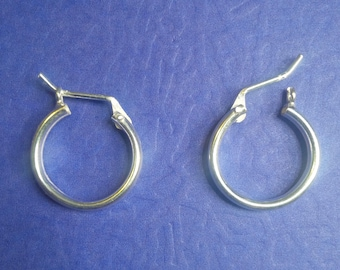 Earrings size medium in Sterling Silver, Hoop Earrings in Sterling Silver.