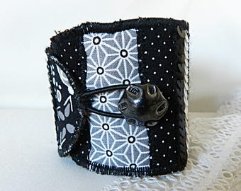 Cuff bracelet in gray and black fabrics, with sequins and vintage button