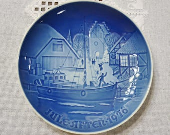 Vintage Christmas Plate 1976 Christmas Welcome Blue and White Bing Grondahl B & G Copenhagen Porcelain Denmark PanchosPorch