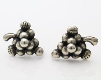 Vintage Old Mexico Sterling Silver Grape Cluster Screwback Earrings. [688]