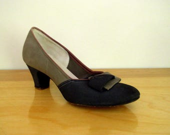 Vintage 1940's Heels / The Shoe With The Magic Sole / 40's Air Steps Black & Gray Suede Pumps