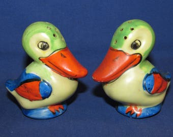 SALT AND PEPPER Shakers Pelicans Japan 50s