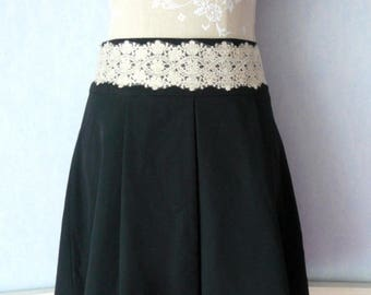 Black skirt short, wide lace off white and gold, pleated skirt, women size 40