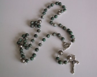 Green Serpentine Rosary Necklace - Rosary Chaplet - handmade(.)