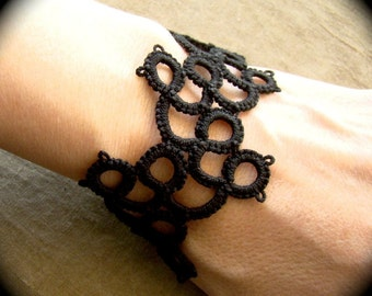 Tatted Lace Bracelet - Insertion