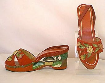 Vintage 1940s Carved Wood Wedge Sandal Shoes Painted Island Scene of Palm Trees Tiki Hut Beach Red Wood and Fabric w 3D Fabric Flowers