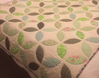 Homemade handquilted hand appliquéd quilt Made to Order to your colour choice