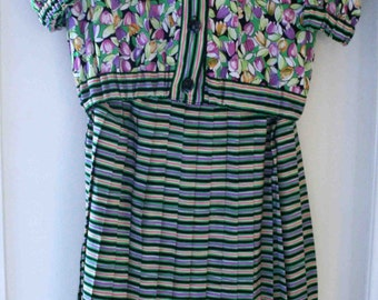 All green blouse and pleated skirt pattern floral t36