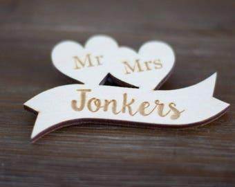 Wooden boutonniere - Mr & Mrs / Wooden corsage / Wooden broche wedding