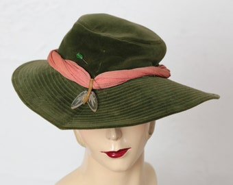 Vintage Wide Brim Green Velveteen Hat w. Ribbon