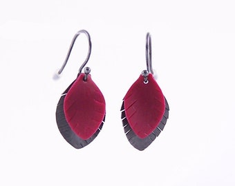 Earring Feathers oxydized silver and raspberry polymer