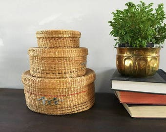 Nesting Baskets Oriental Graduating Grass Baskets 3 Vintage Stack-able Round Woven Containers Decorative Stacking Storage Chinoiserie Boho