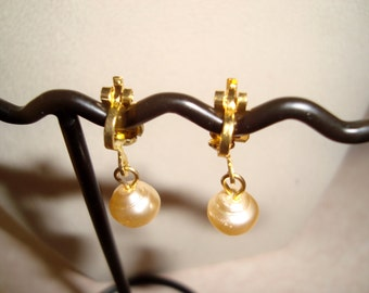 Clip On Freshwater Pearls  Earrings - Clips - Ear Wire - Lever Back - Freshwater Pearl Earrings- Modern - Statement Design - Handmade