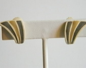 Vintage Enamel Off White Gray Tan Clip Earrings