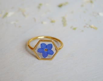 US size 6 only / Myosotis ring Hexagonal ring Veritable forget me not Resin ring Pressed flower Forget me not ring Romantic gift for her