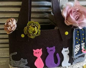 """Cats on lace"" felt bag"