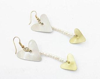 Hanging Earrings with hearts and freshwater pearls, Alpaca and Brass, Dangle Earriings, Long Earrings, Heart Earrings