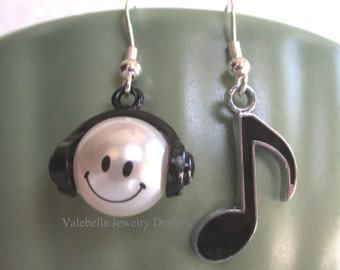 Earrings Happy Headphone earrings Love Music Eighth Note smiling pearl charm quaver smile kids tween teen musician singer band concert gift