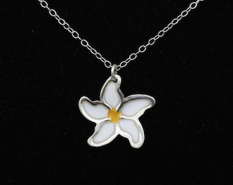 Enamelled daisy 925 sterling silver necklace, silver pendant