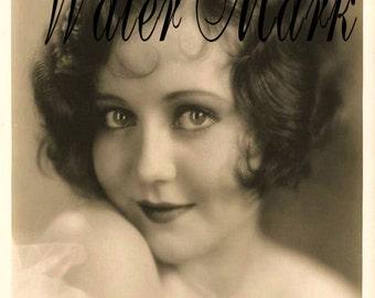 Girl 1920 flapper*Beautiful*10 postcards*Hand cut*