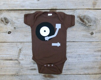 Record Player Baby, Music Lover Gift, 70s gift, retro bodysuit, vinyl lover, Grateful Dead, Phish Baby, hippy baby clothes, Hippie baby