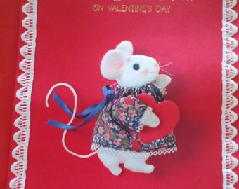 Vintage Greeting Card - Hallmark Valentine Card  - Mouse with Red Heart - Valentine for Aunt