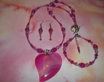 ON SALE! Gorgeous Hot Pink Heart Agate Neclace Set