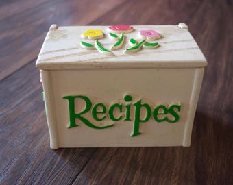 Vintage Recipe Box//1985//Plastic