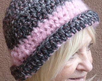 Retro crochet hat in pink and gray, unique winter hat with warmth and style, women's winter hat, chic winter accessory