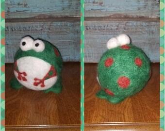 Needle felted frog