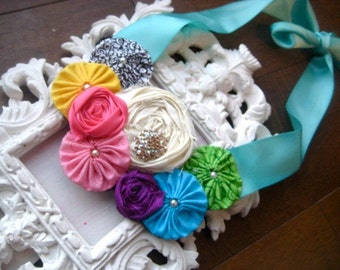 Clearance reduced price Vintage Market rosette bib necklace in spring colors