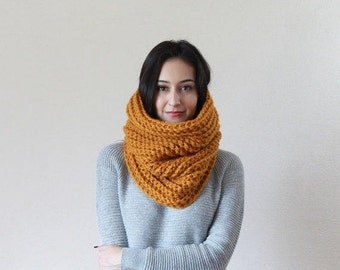 The Bordeaux - BUTTERSCOTCH // Chunky Knit Cowl Ribbed Textured Neckwarmer