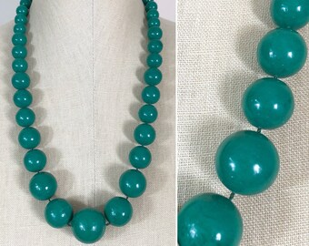 80s Green Graduated Beaded Single Strand Long Necklace