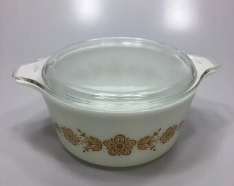 Pyrex 474-B Cinderella Casserole With Lid White Butterfly Gold 1.5 Quart 1 1/2