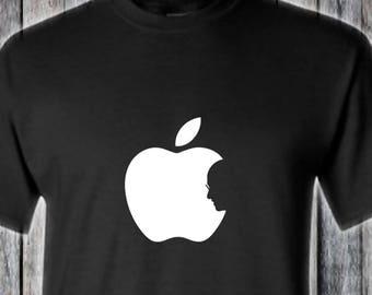 Steve Jobs Tribute T-Shirt - Apple Bite Silhouette Memorial Shadow