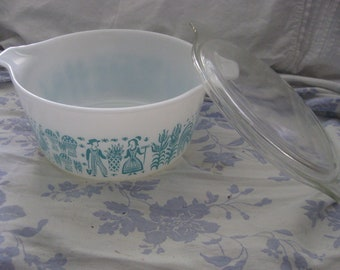 Sold sold sold Vintage Covered Refrigerator Serving Dish With Lid PYREX BUTTERPRINT Turquoise On White 1.5 1  1/2 Quart
