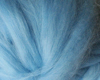 Merino Wool top fibre,  dyed sky blue roving, 100g, Needle felting, wet felting, spinning, 25.5 microns, light blue