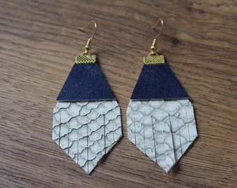 Titan Leather Earrings - Light Grey Alligator with Navy